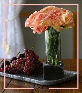 گلدان شیشه ایی با پایه مشکی