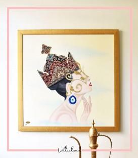 تابلو ملکه تاجدار زمینه زرشکی