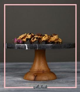 شیرینی خوری سنگی با پایه چوبی