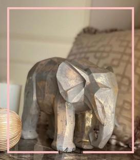 مجسمه فیل طلایی