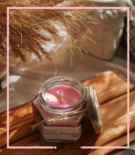 شمع معطر با رایحه ملایم توت فرنگی