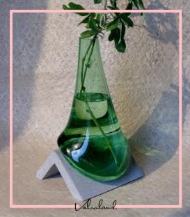 گلدان شیشه ای خمیده