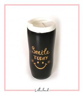 ماگ همراه لبخند در دار مشکی با در سفید