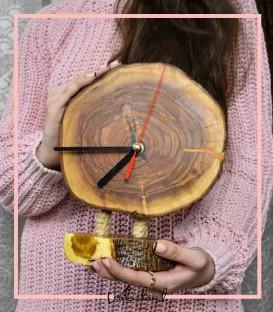 ساعت رومیزی پایه دار چوبی