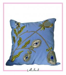 کوسن کارشده آبی گلدار برجسته